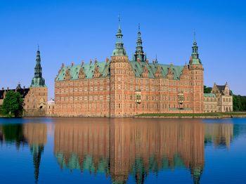 Frederiksborg-Castle-Hillerod-Denmark.jpg