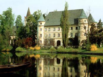 Hagenau-Castle-Austria.jpg